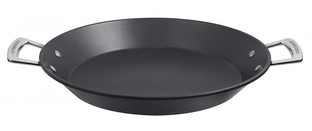 le creuset aluminium antihaft paella pfanne 32 cm kochform. Black Bedroom Furniture Sets. Home Design Ideas