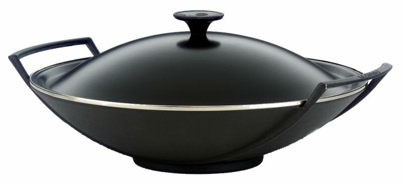 le creuset wok aus gusseisen in schwarz kochform. Black Bedroom Furniture Sets. Home Design Ideas