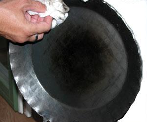 Einbrennen einer Eisenpfanne