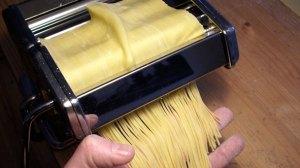 Selbstgemachte Pasta mit der Nudelmaschine
