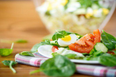 Salat I: Er grünt so grün in Beet und Küchengarten