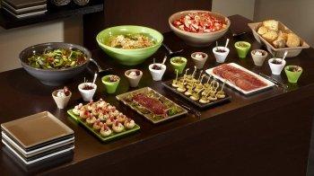 Funktionelle und elegante Servierkeramik für Buffets der professionellen Küche