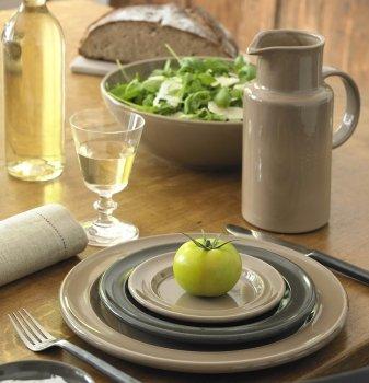 Aus Liebe zum Essen: Tischkultur mit Glas und Geschirr